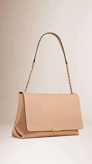 Grand sac porté épaule en cuir grené emblématique