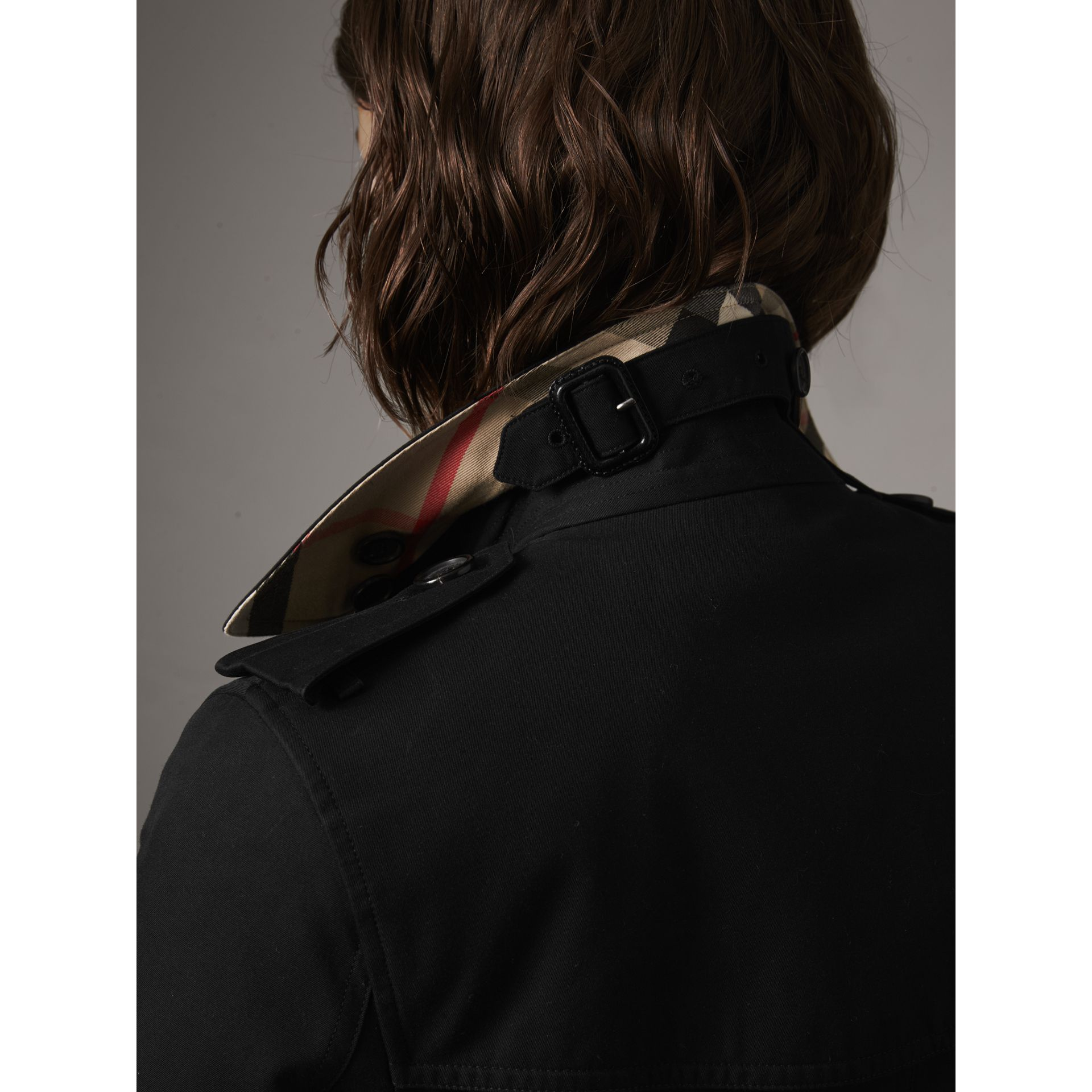 The Kensington – Short Heritage Trench Coat in Black - Women | Burberry Australia - gallery image 5