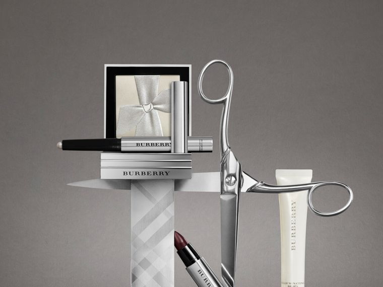 Silver Shimmer	Illuminating Powder - Women | Burberry United Kingdom - cell image 2