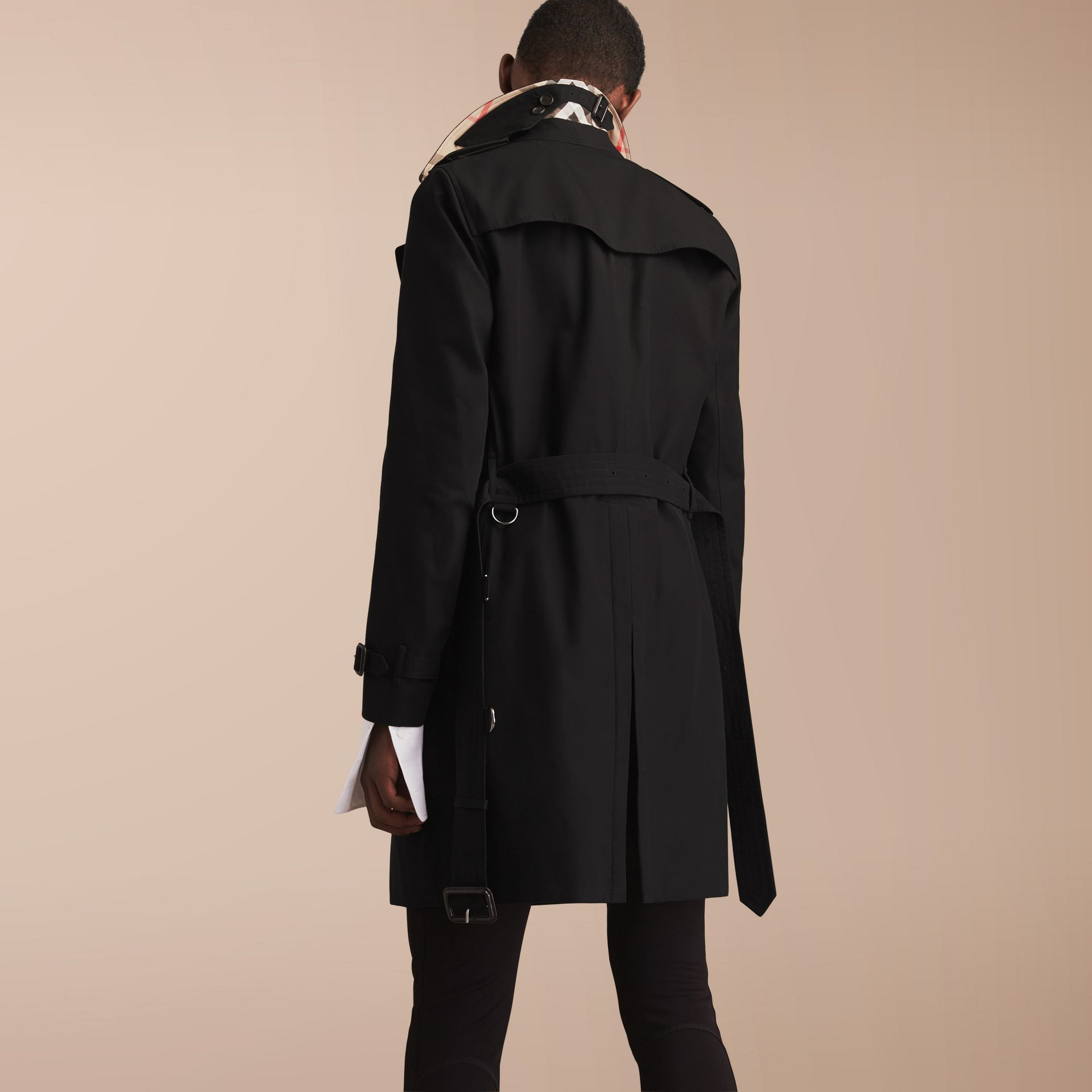 The Chelsea – Long Heritage Trench Coat in Black - Men | Burberry - gallery image 3