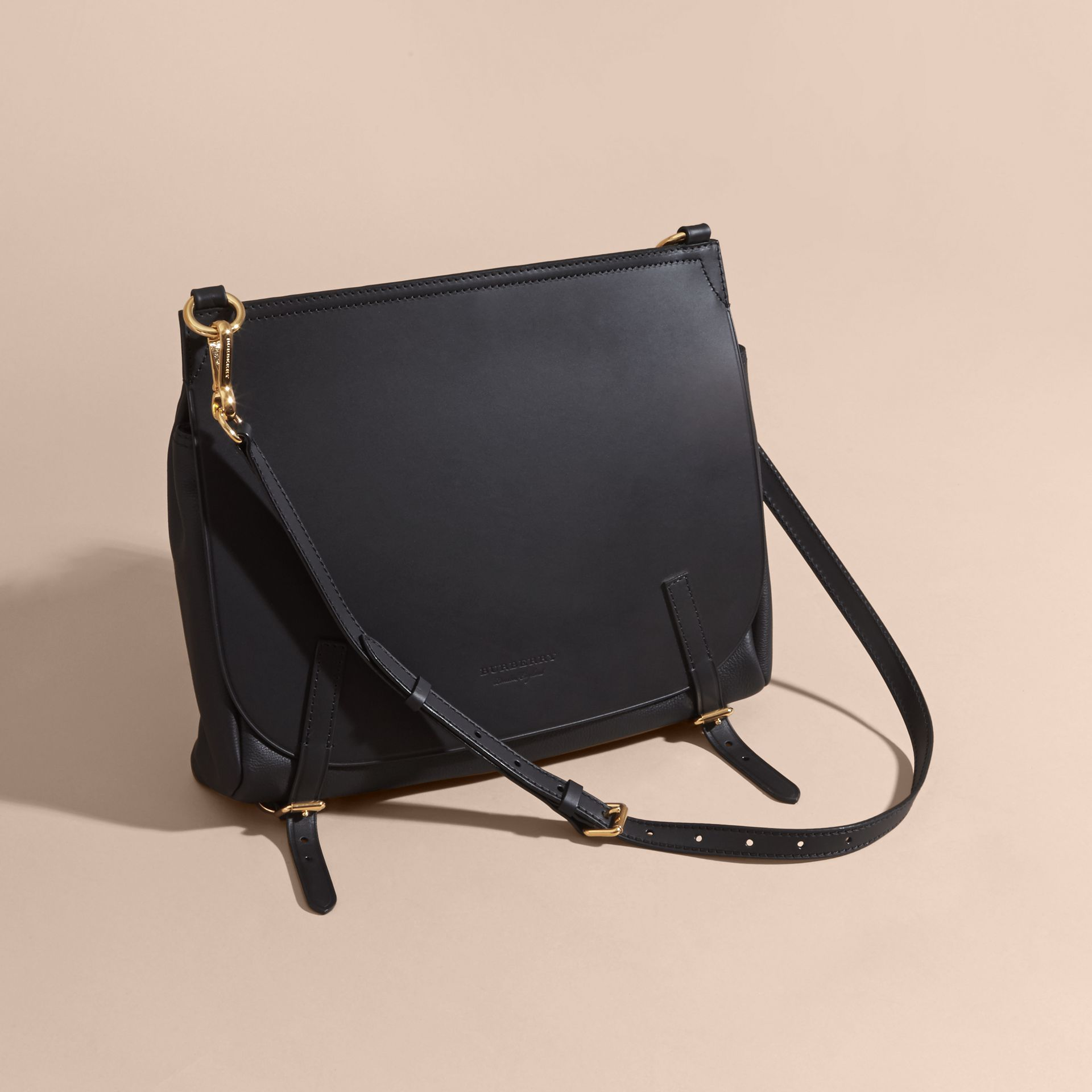 Noir Sac The Bridle medium en cuir - photo de la galerie 7