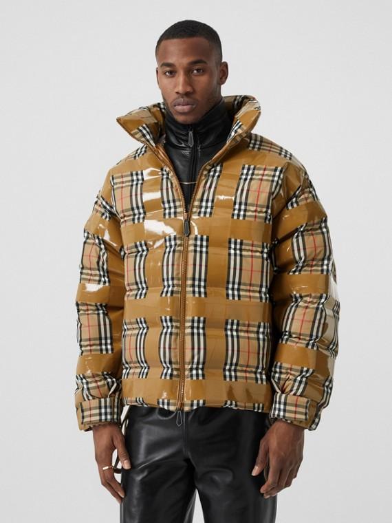 Куртка-пуховик в клетку с оригинальной отделкой скотчем (Винтажный Бежевый)