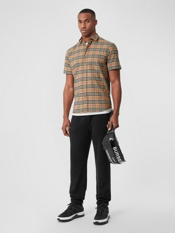 Camisa de mangas curtas em algodão stretch com estampa xadrez (Bege Vintage)