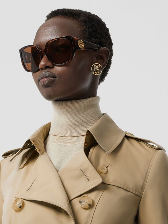 The Mid-length Chelsea Heritage Trench Coat in Honey | Burberry Canada - cell image 1