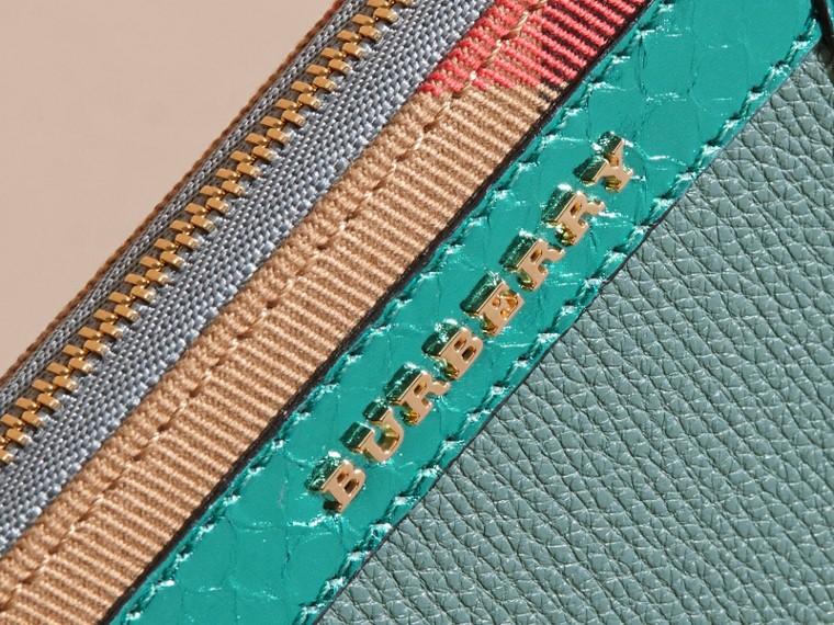Azul celadón Cartera con cremallera perimetral en piel de serpiente y House Checks Azul Celadón - cell image 1