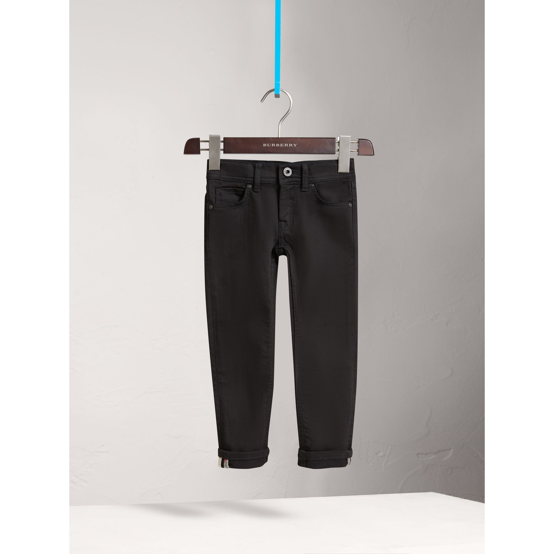 Jean skinny en denim extensible (Noir) - Fille | Burberry Canada - photo de la galerie 0
