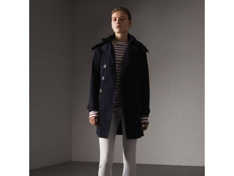 Trench coat in taffetà con cappuccio amovibile (Navy) - Donna | Burberry - cell image 4