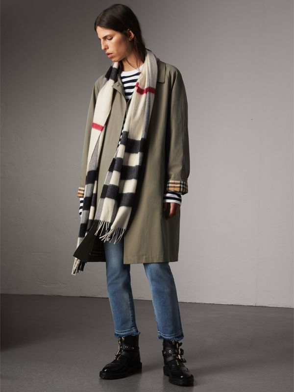 The Large Classic Cashmere Scarf in Check in White | Burberry Australia - cell image 2