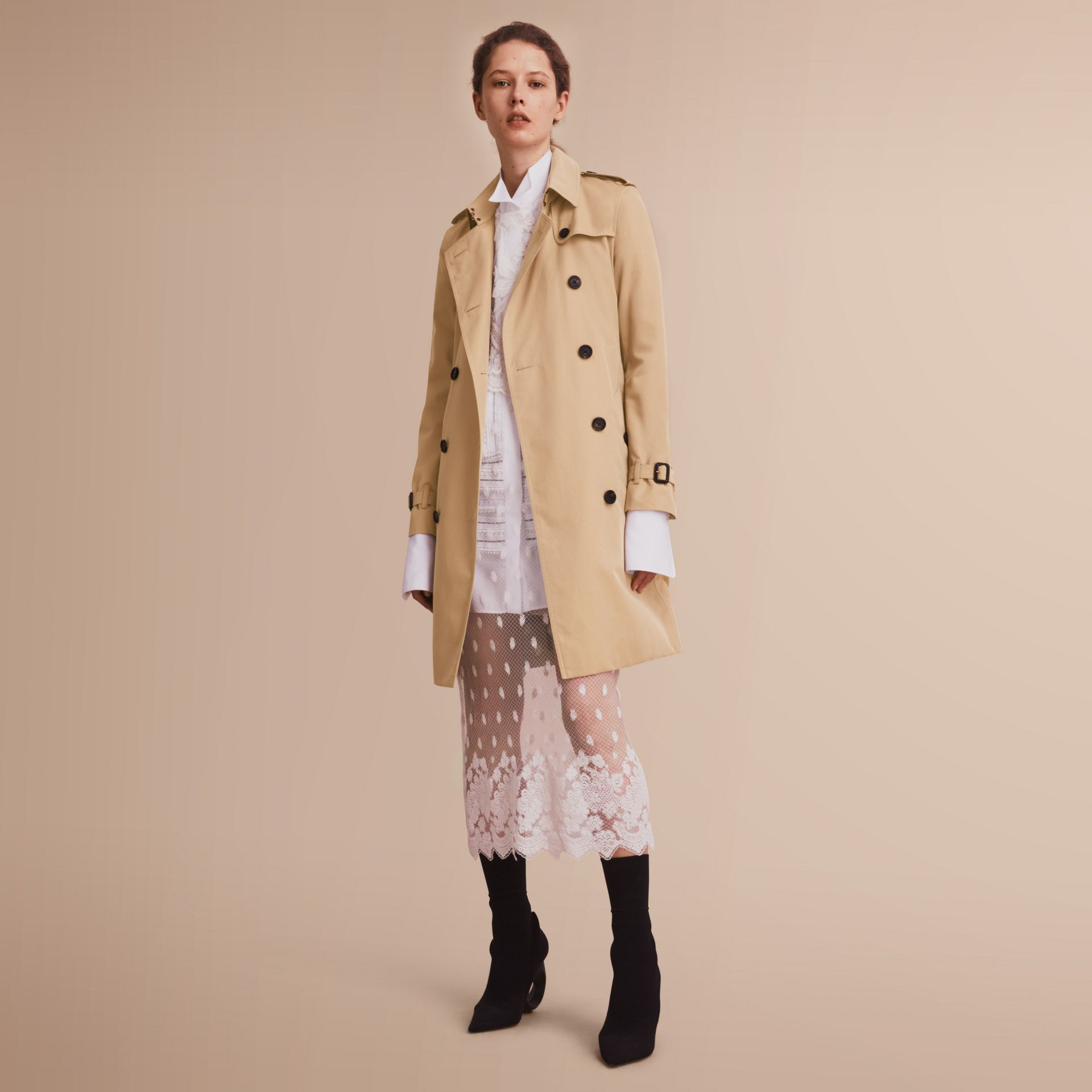 The Kensington – Long Heritage Trench Coat in Honey - Women | Burberry - gallery image 7