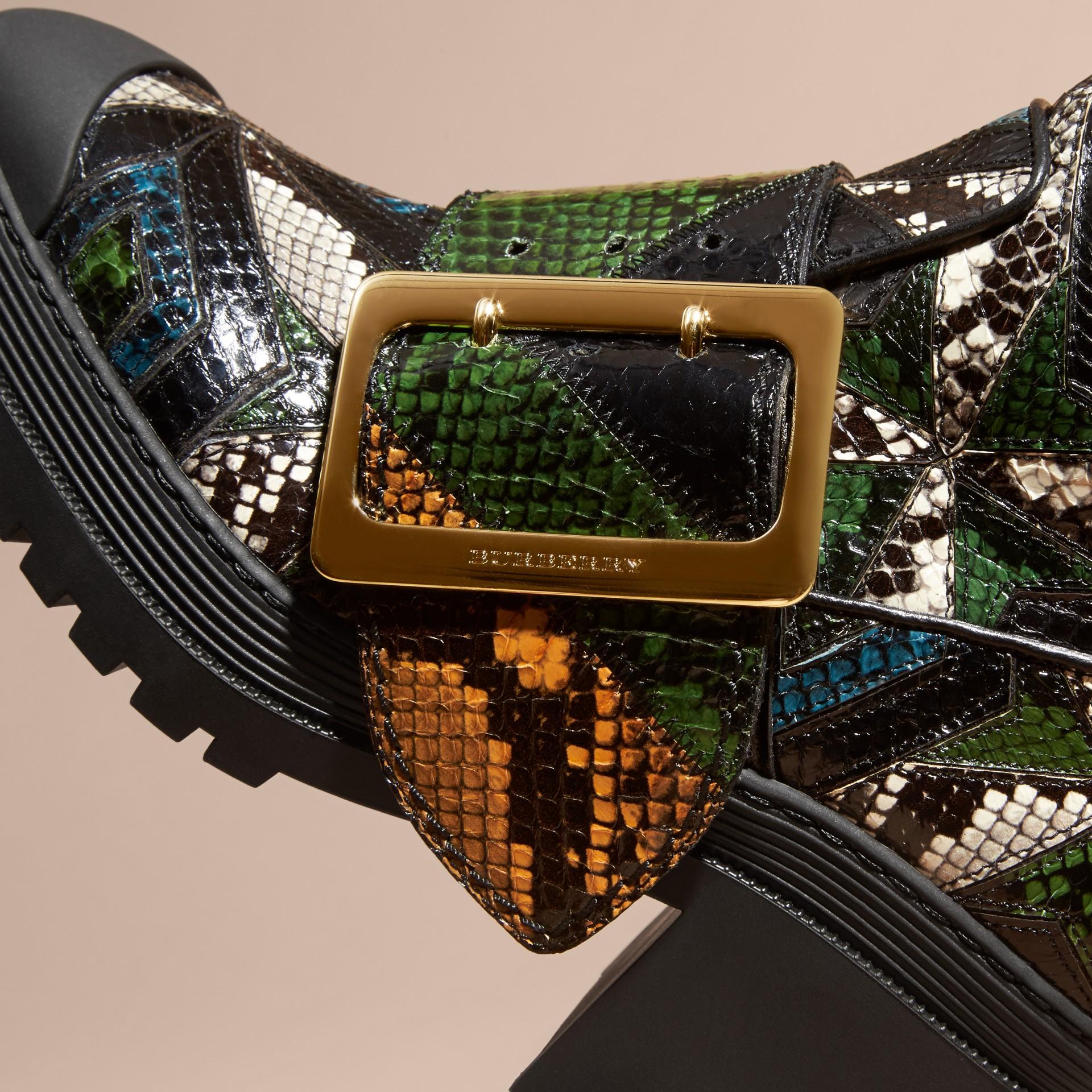 Nero/blu minerale Stivali The Buckle in pelle di serpente - immagine della galleria 2