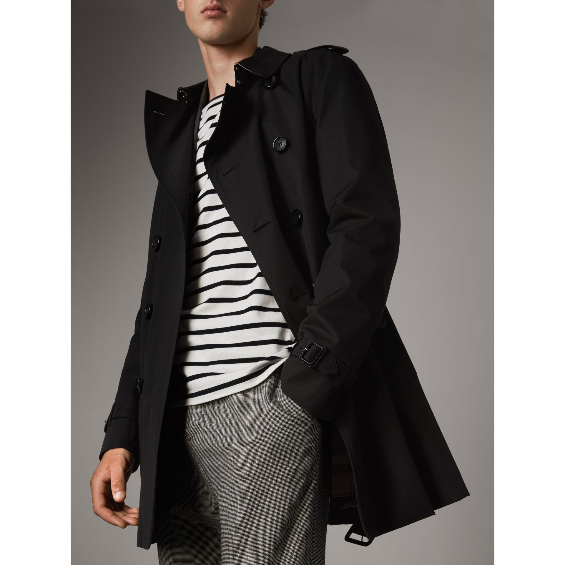 The Chelsea – Mid-length Heritage Trench Coat in Black - Men | Burberry - gallery image 7