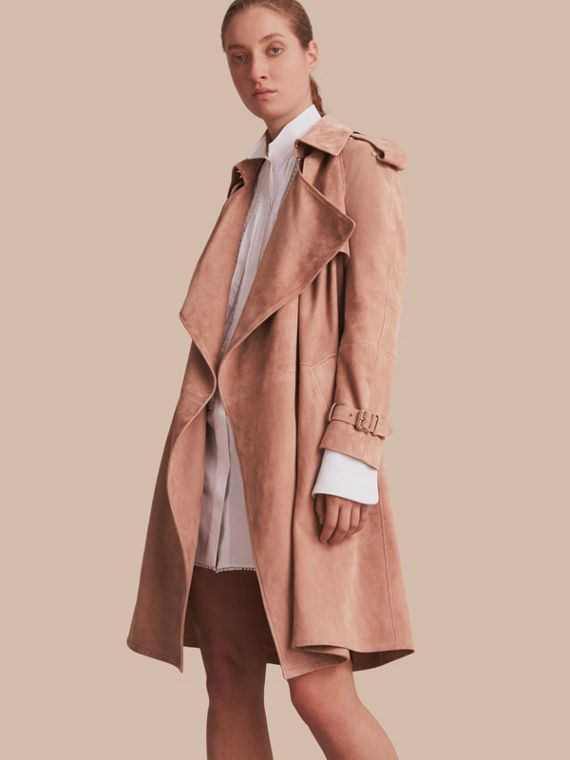 Trench coat a scialle in pelle scamosciata