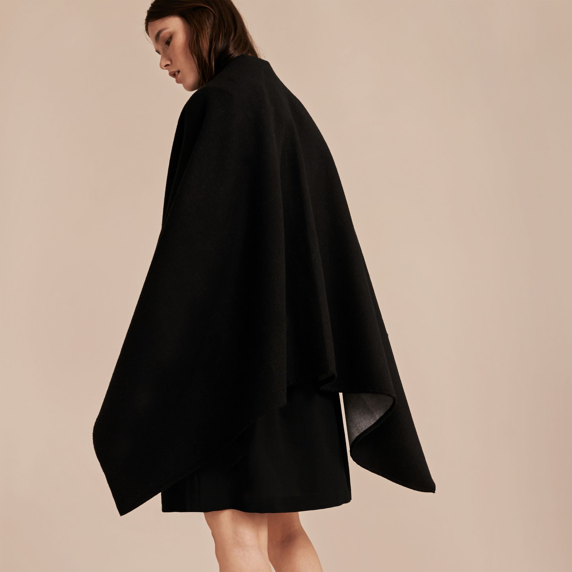 Check-Lined Wool Poncho in Charcoal - Women | Burberry - gallery image 5