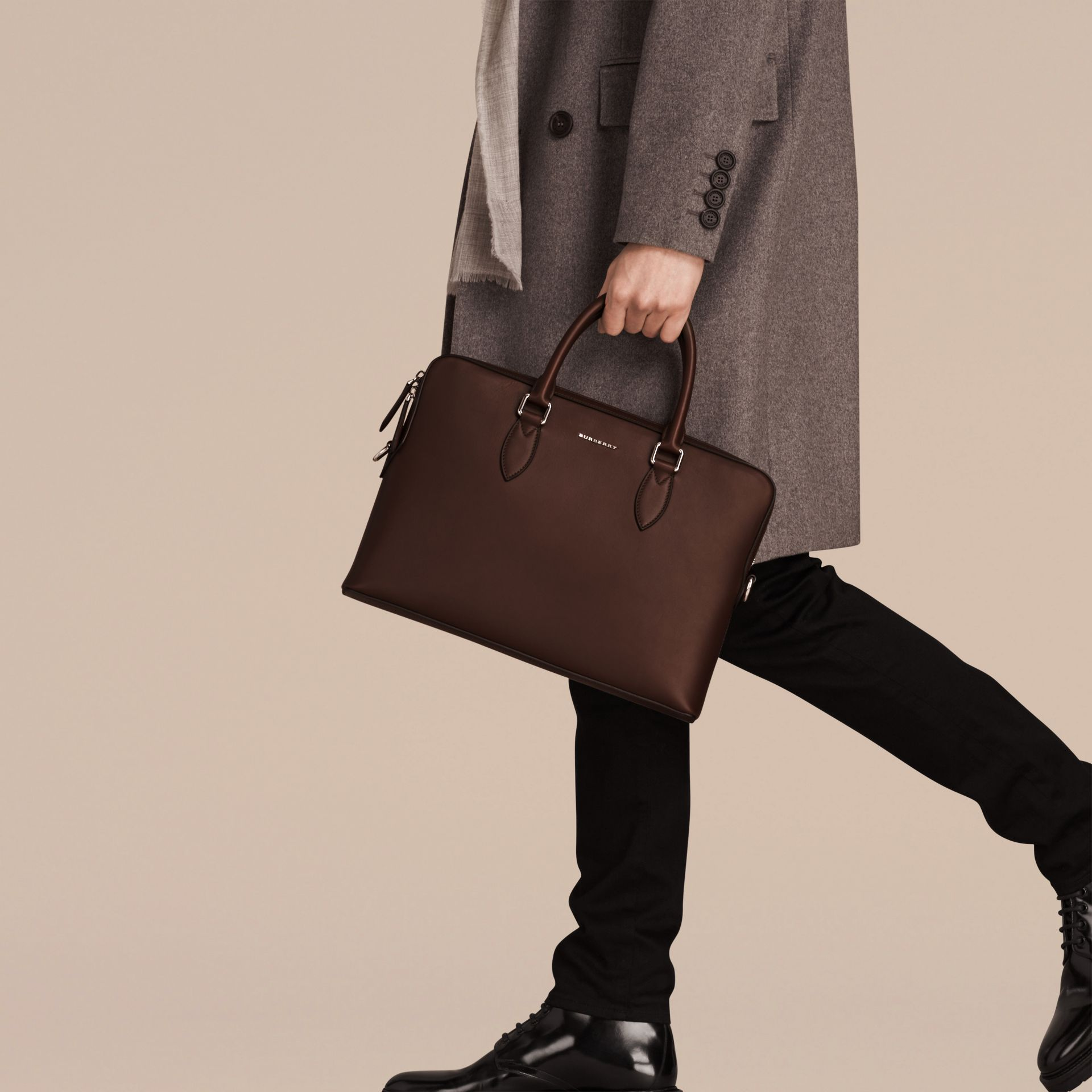 White/sepia brown The Slim Barrow Bag in Smooth Leather - gallery image 3