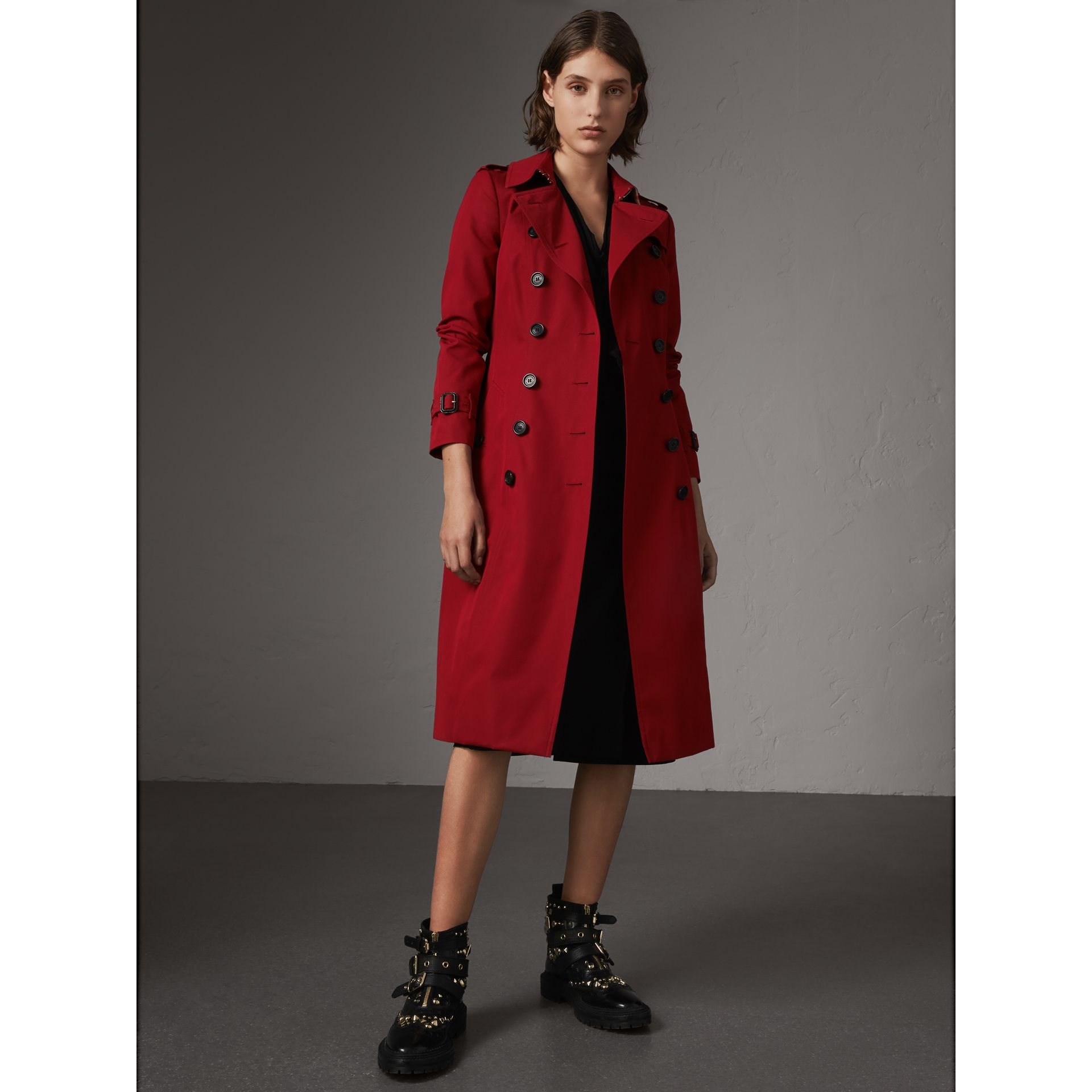 The Chelsea – Extra-long Heritage Trench Coat in Parade Red - Women | Burberry - gallery image 1