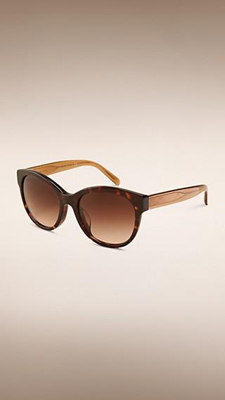 Gafas de sol con montura de ojo de gato de la colección Trench coat