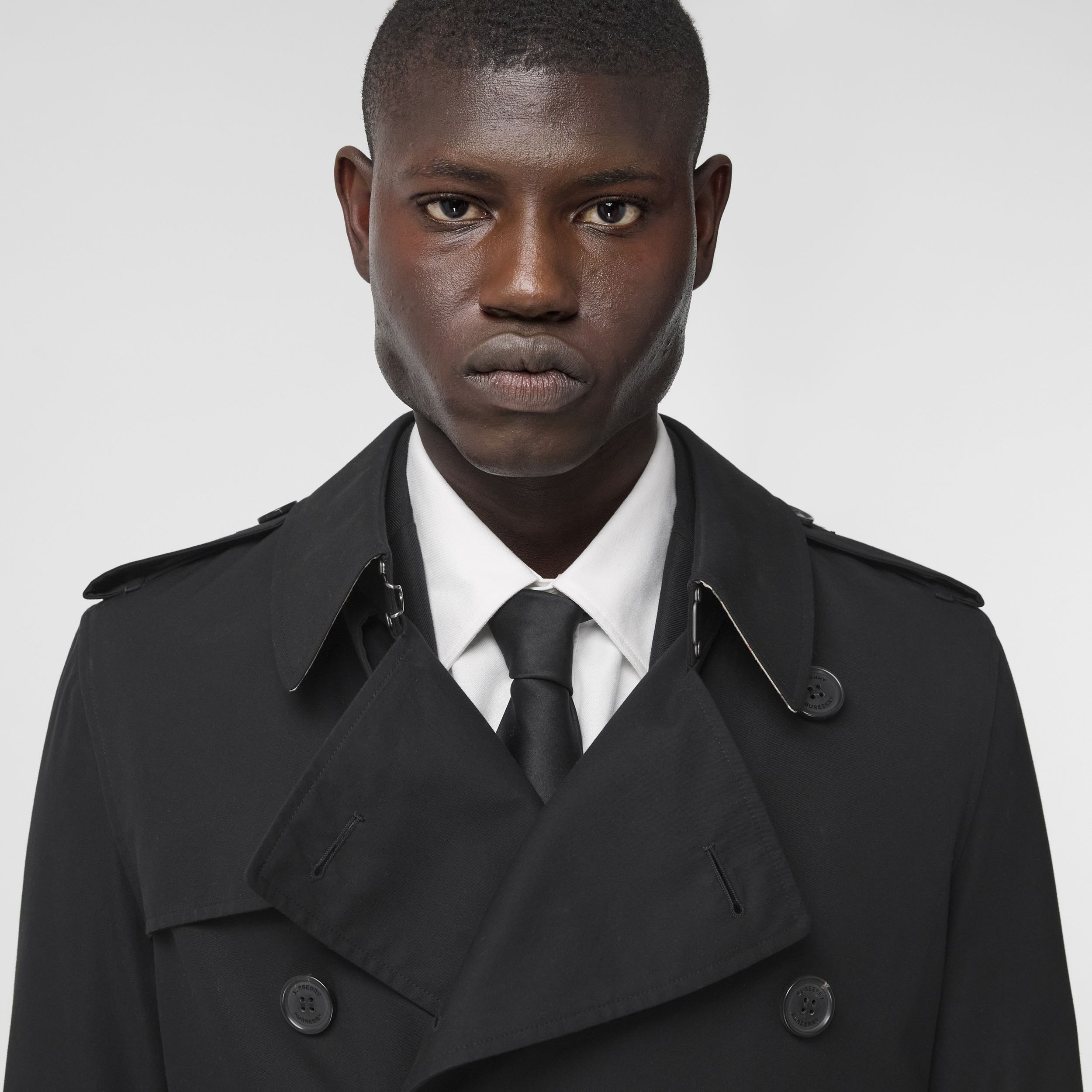 The Short Wimbledon Trench Coat in Black - Men | Burberry Hong Kong S.A.R. - 2