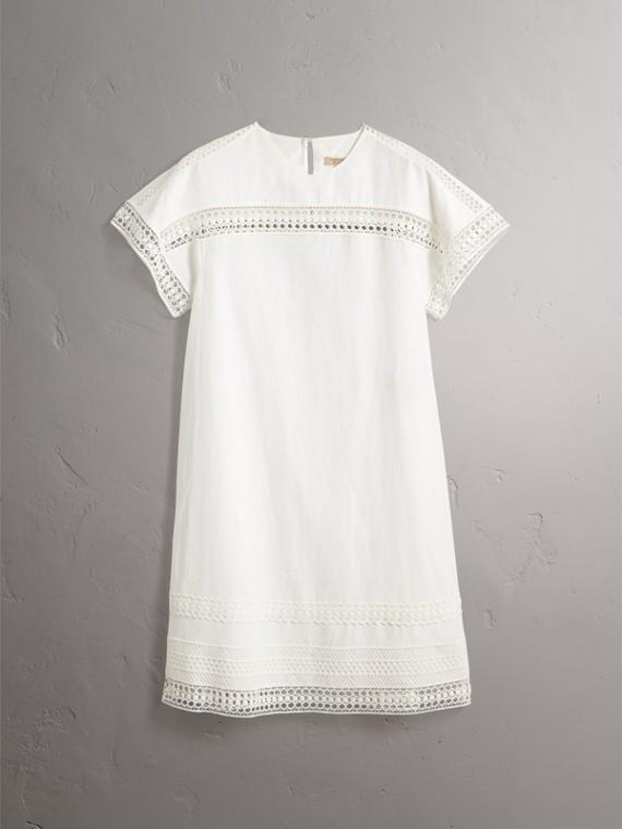 Vestido de seda com mangas curtas e detalhe de renda macramê (Branco) - Mulheres | Burberry - cell image 3