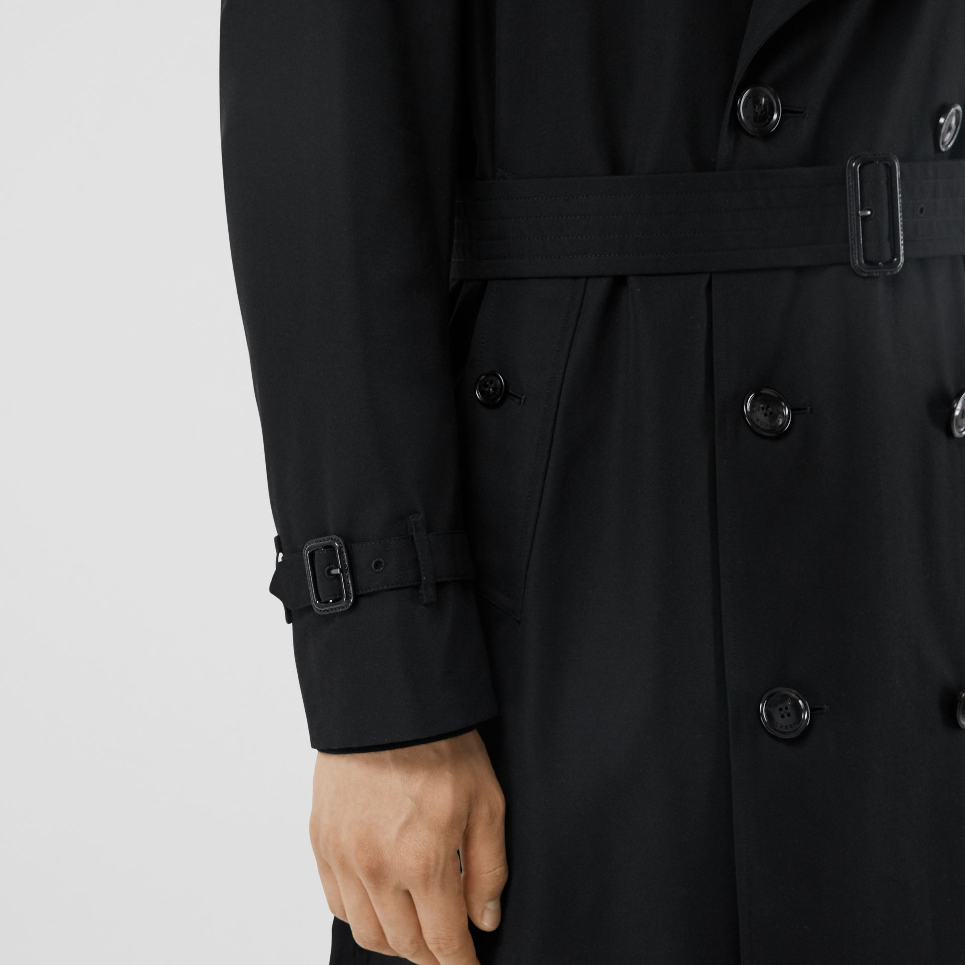 The Mid-length Chelsea Heritage Trench Coat in Black - Men | Burberry - gallery image 5