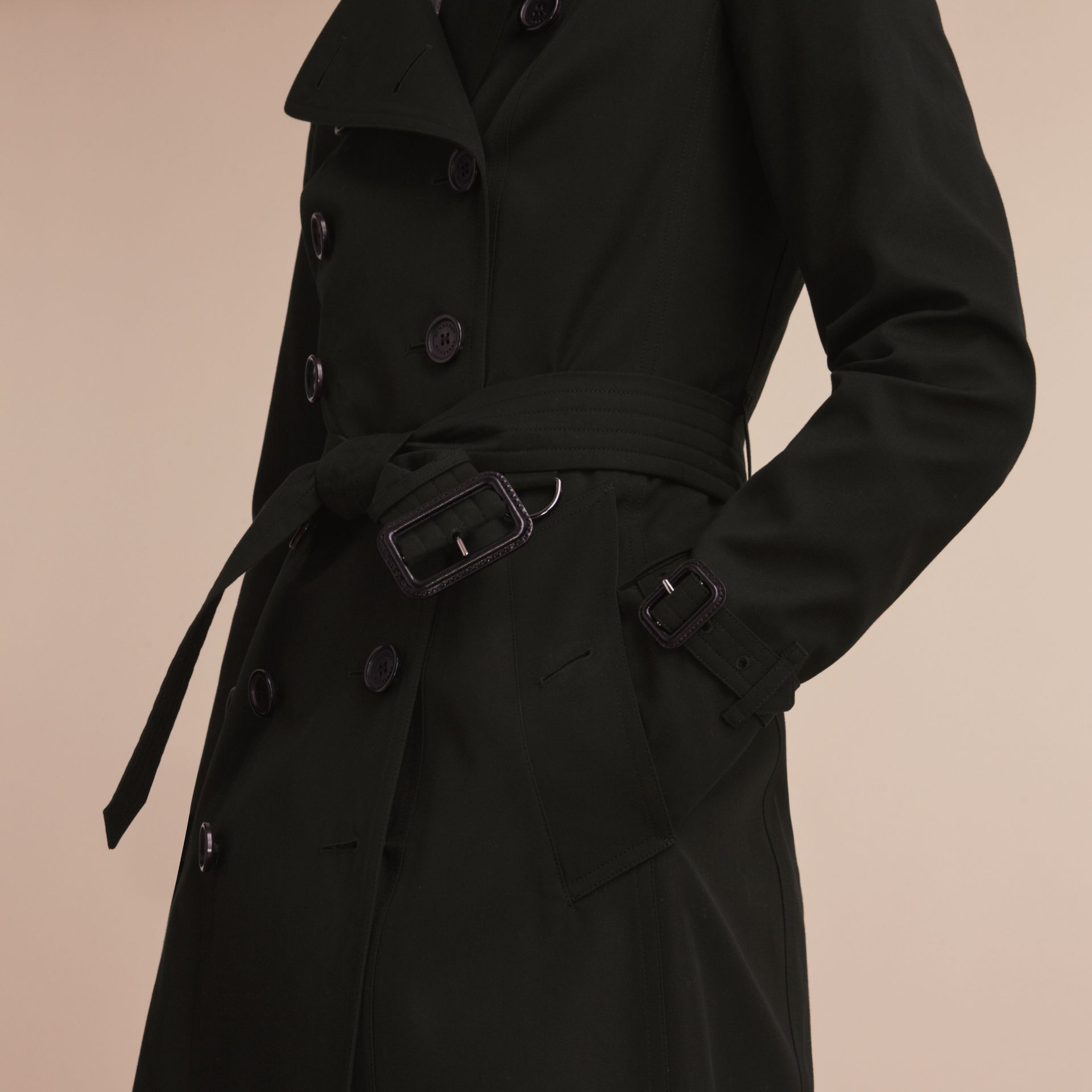 The Chelsea – Trench Heritage extra-long (Noir) - Femme | Burberry - photo de la galerie 6