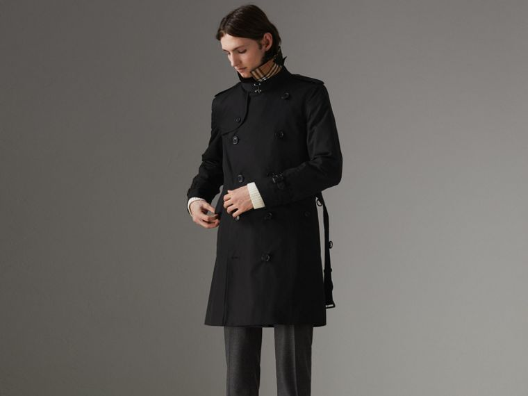 The Chelsea Heritage Trench Coat in Black - Men | Burberry Singapore - cell image 4