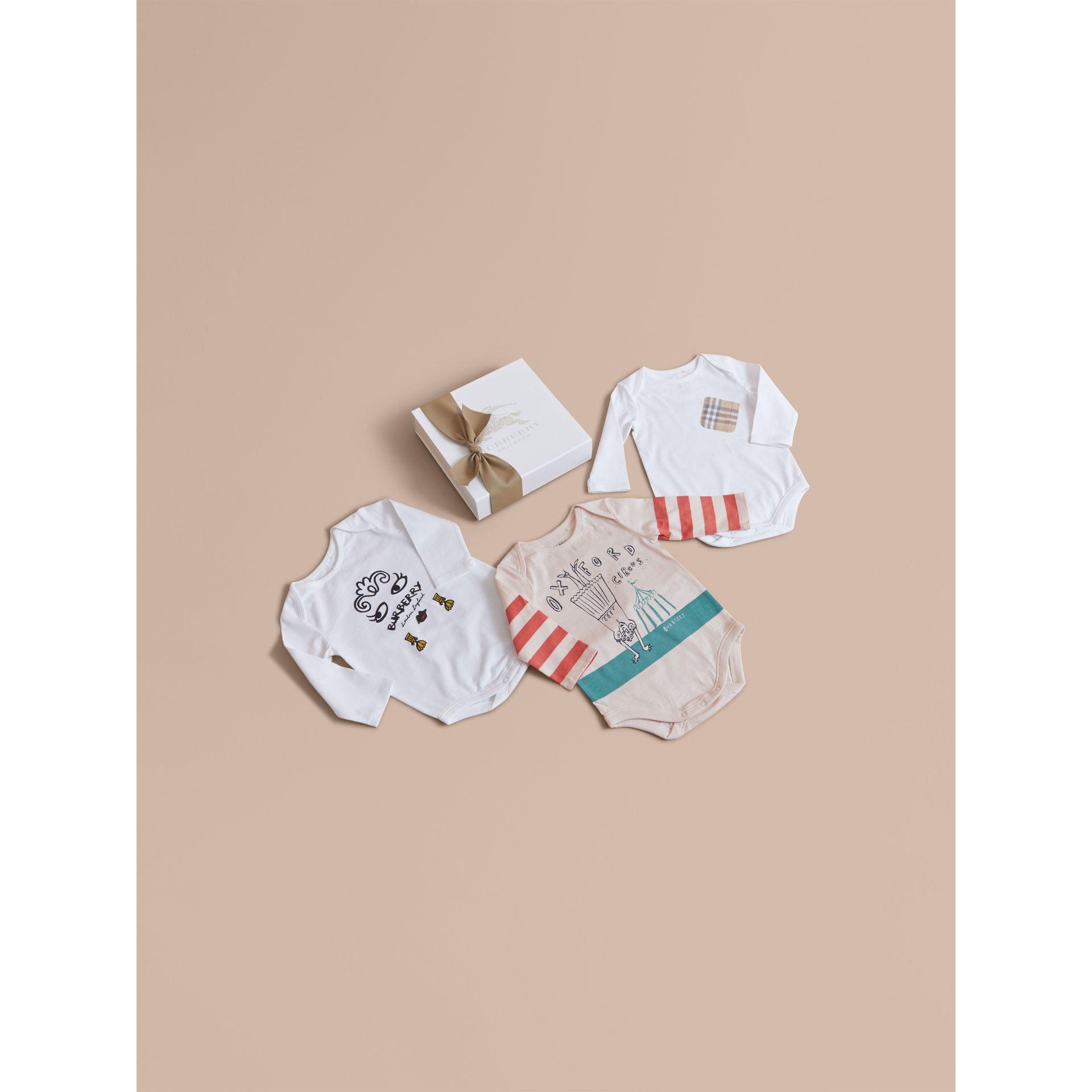 Printed Cotton Three-piece Baby Gift Set in White | Burberry - gallery image 1
