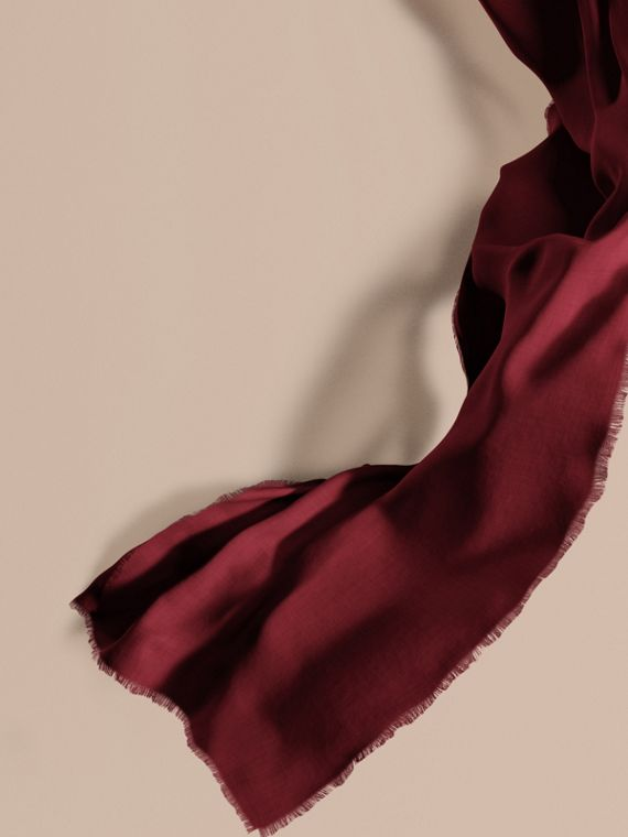 The Lightweight Cashmere Scarf in Plum | Burberry