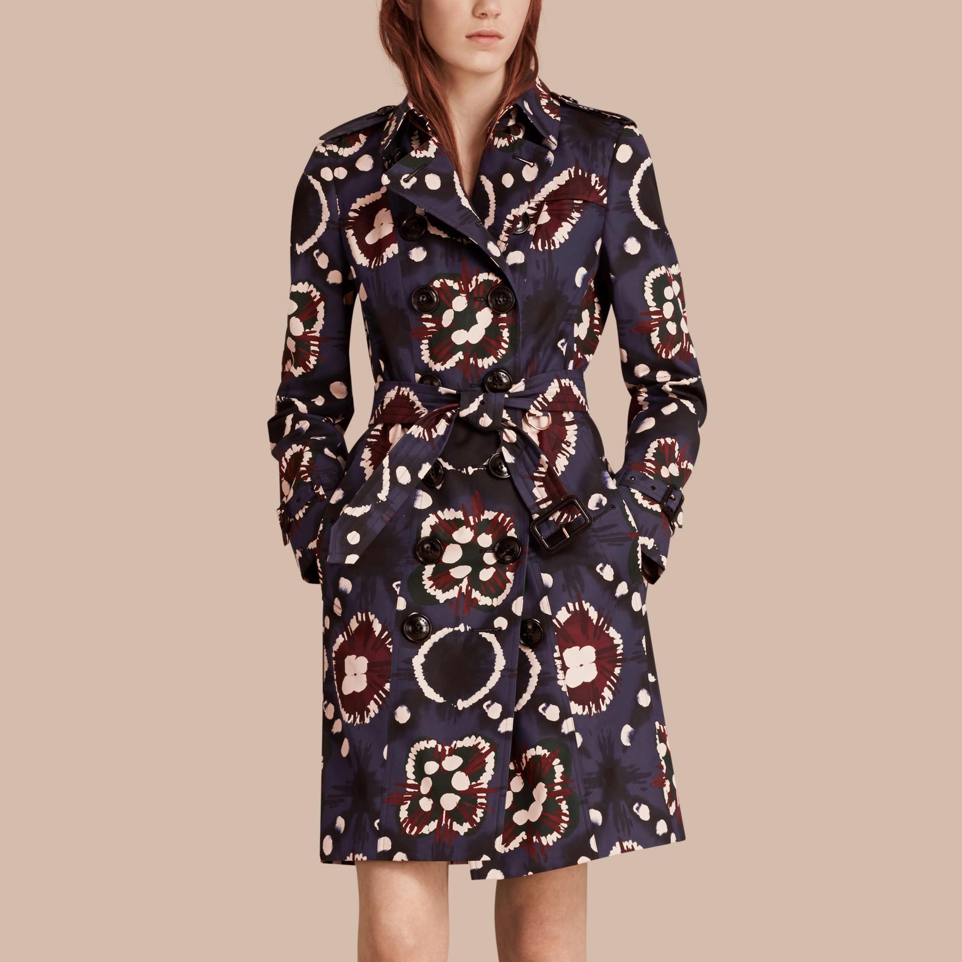 Marine vif Trench-coat en coton à imprimé tie and dye - photo de la galerie 1