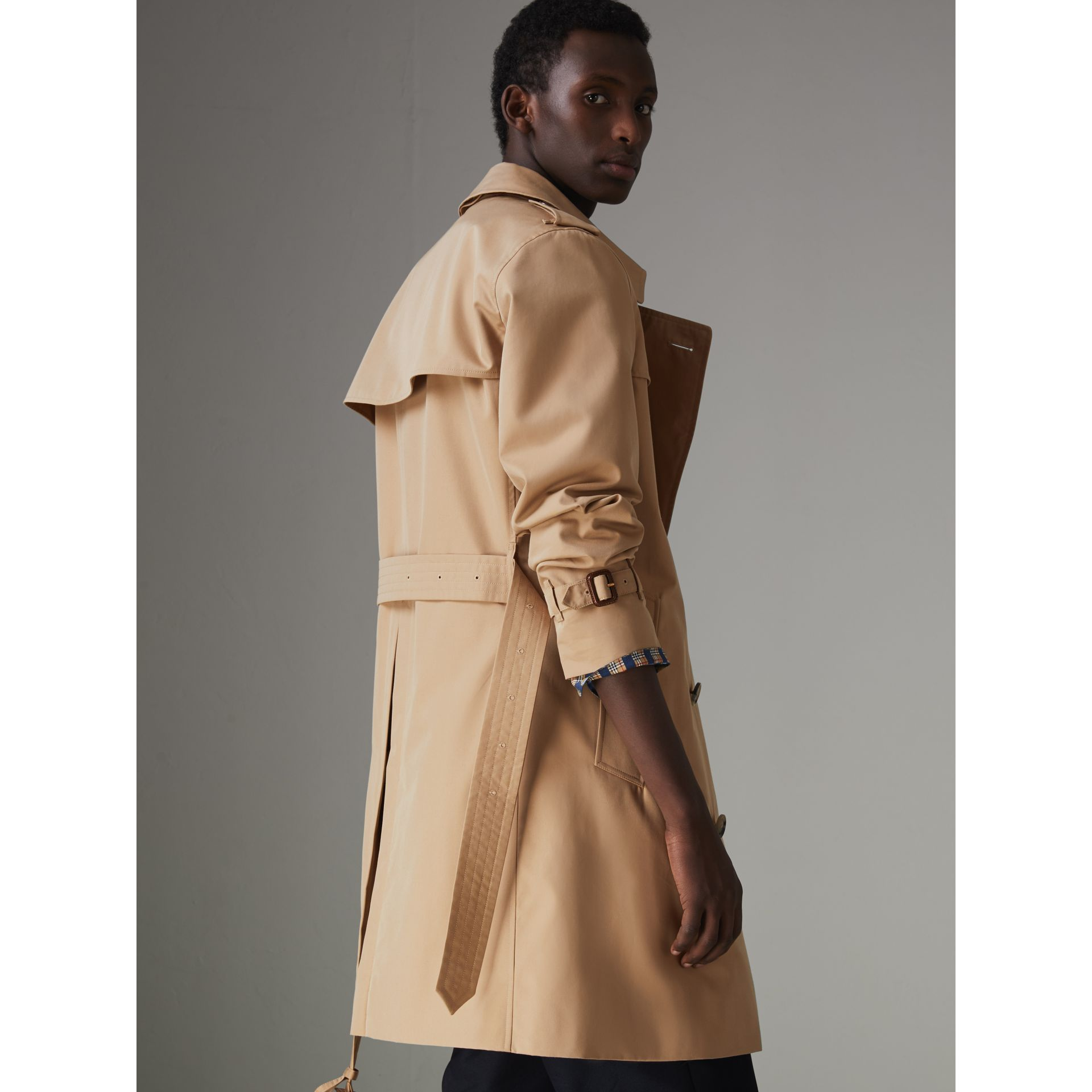 The Chelsea Heritage Trench Coat in Honey - Men | Burberry United Kingdom - gallery image 2