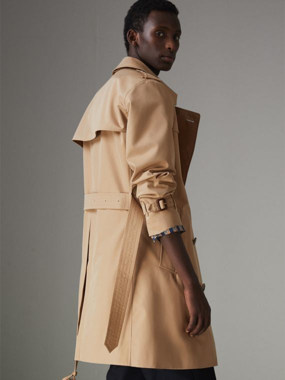 The Chelsea Heritage Trench Coat in Honey - Men | Burberry Hong Kong - cell image 2