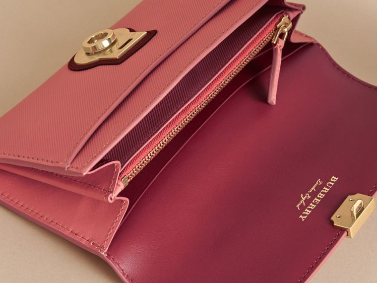 Two-tone Trench Leather Continental Wallet in Blossom Pink/antique Red - Women | Burberry United Kingdom - cell image 4