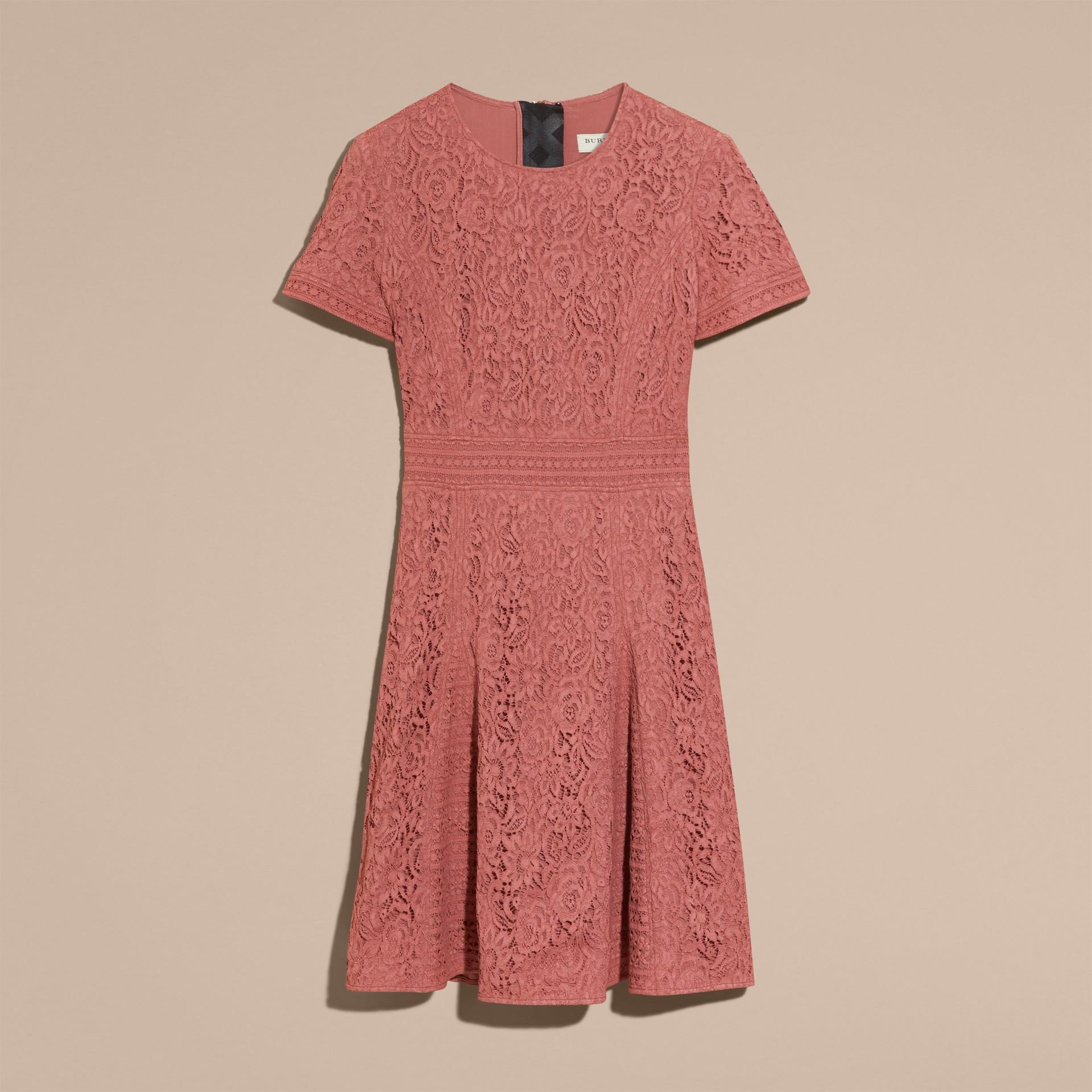 Malvenfarben-rosa Kleid in A-Linie aus italienischer Spitze - Galerie-Bild 4