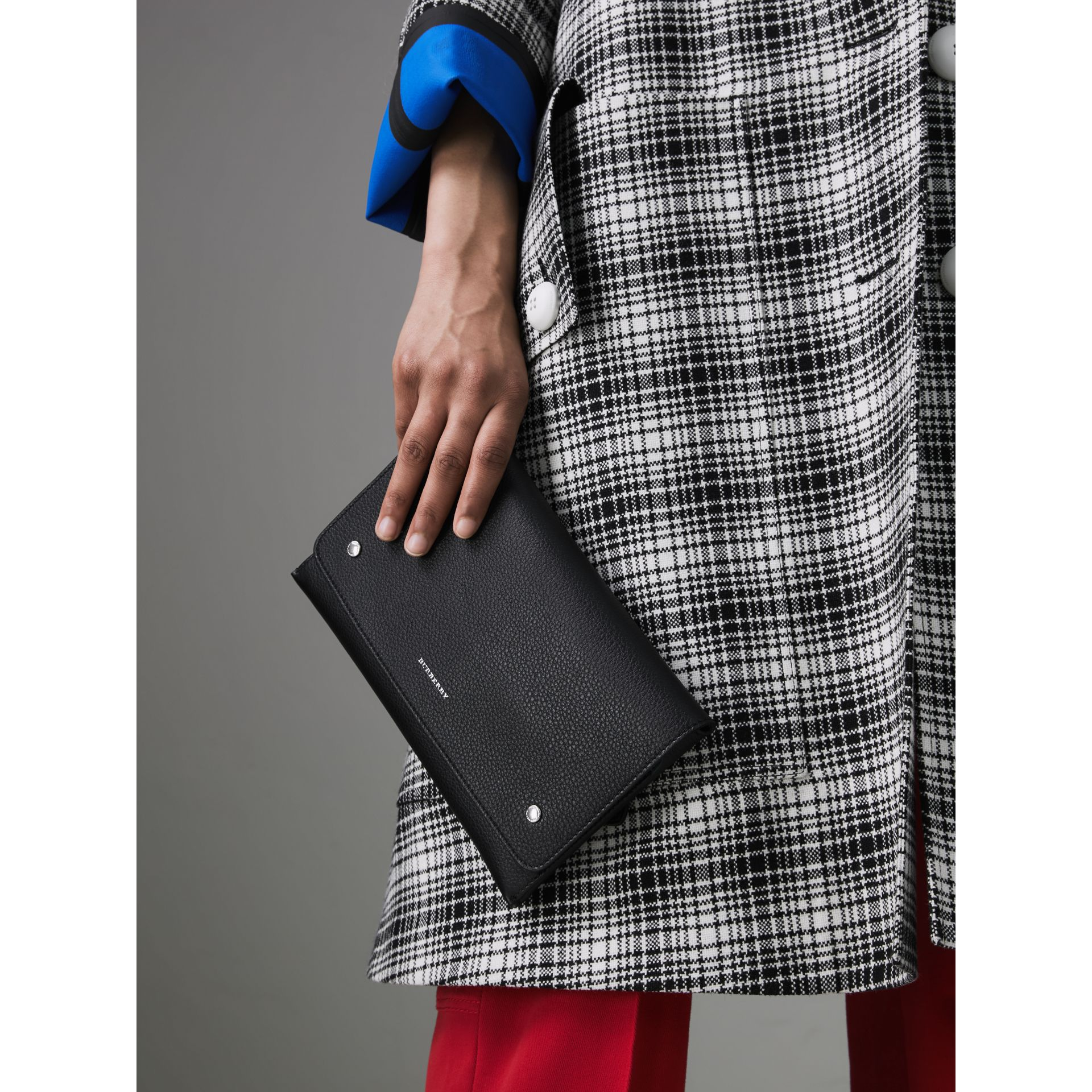 Two-tone Leather Wristlet Clutch in Black - Women | Burberry United States - gallery image 3