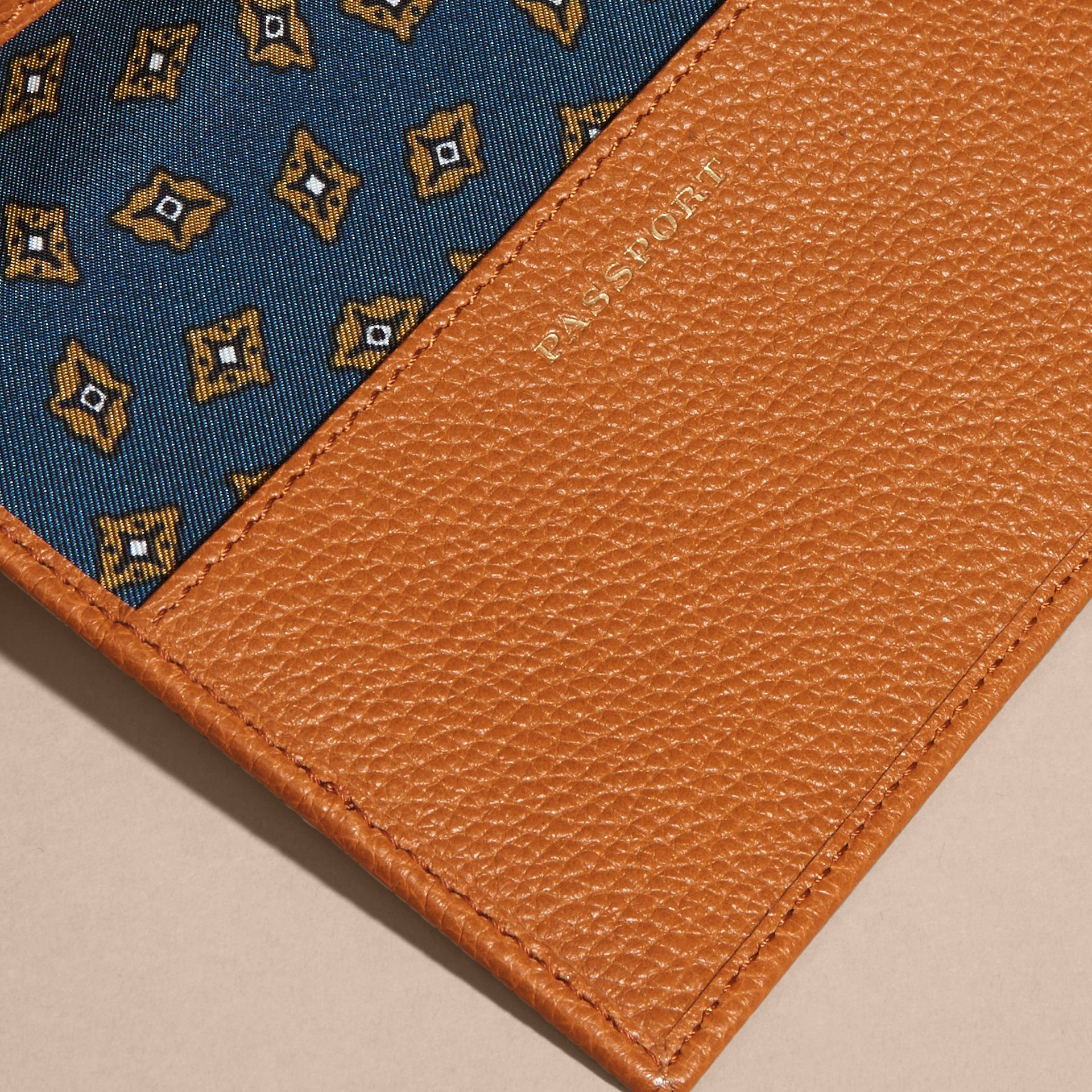 Light toffee Grainy Leather Passport and Card Holder Light Toffee - gallery image 2