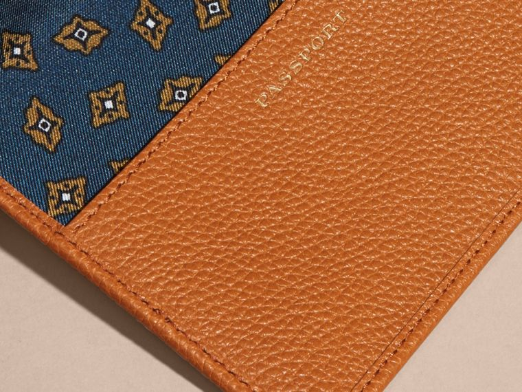 Light toffee Grainy Leather Passport and Card Holder Light Toffee - cell image 1