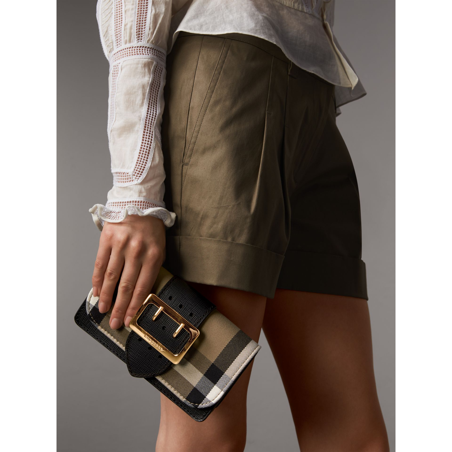 Petit sac The Buckle en coton House check et cuir (Noir) - Femme | Burberry - photo de la galerie 4