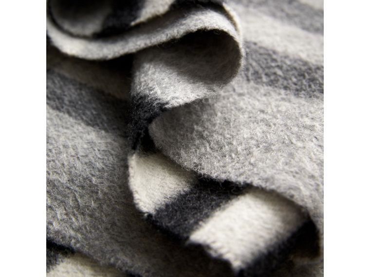 The Classic Check Cashmere Scarf in Pale Grey | Burberry United Kingdom - cell image 4