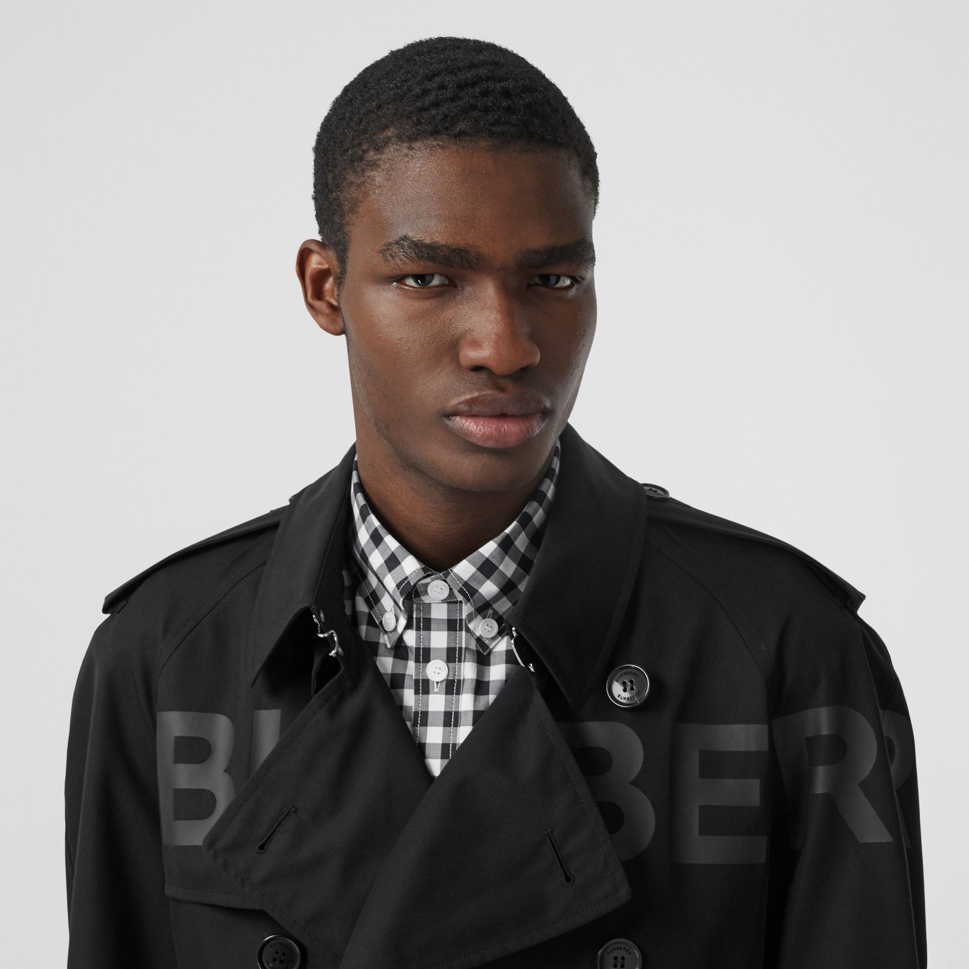 Horseferry Print Cotton Gabardine Trench Coat in Black - Men | Burberry Hong Kong S.A.R - gallery image 1