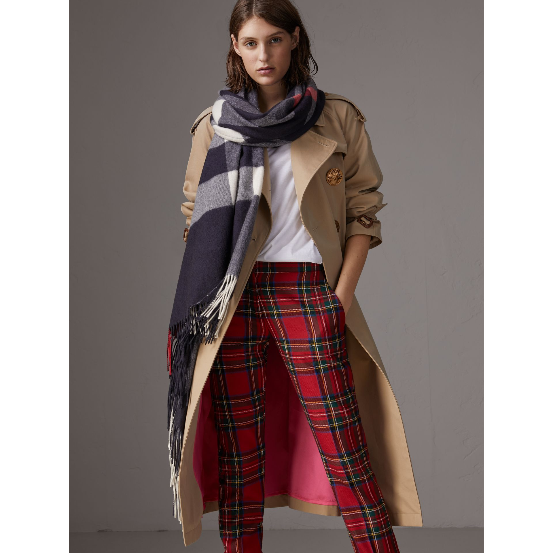 Check Cashmere Wrap in Navy | Burberry United Kingdom - gallery image 5