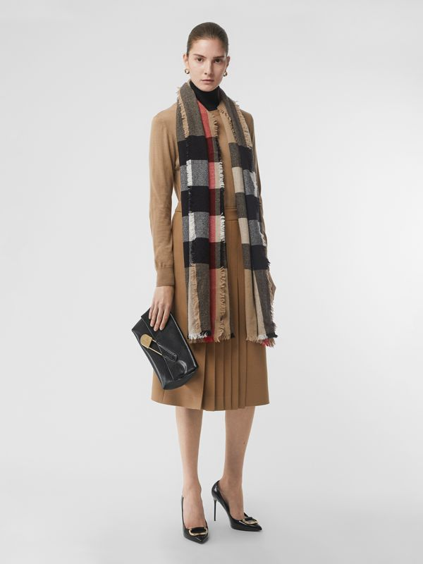Fringed Check Wool Cashmere Scarf in Camel | Burberry Hong Kong S.A.R - cell image 2