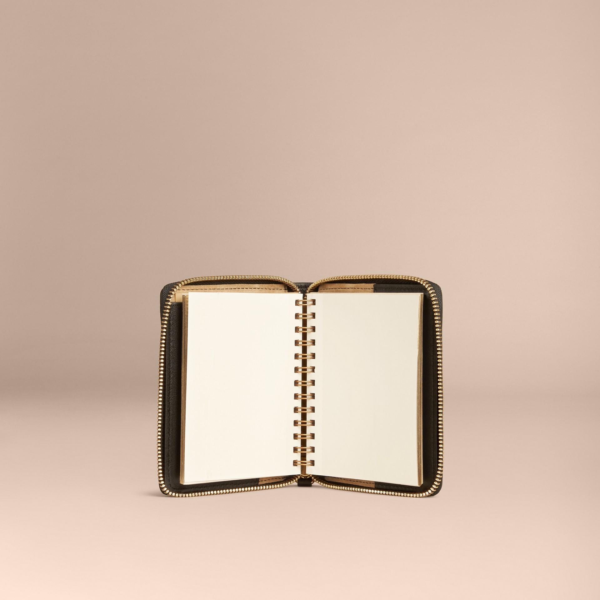 Nero Mini taccuino con cerniera su tre lati, motivo Horseferry check e stampa animalier - immagine della galleria 5