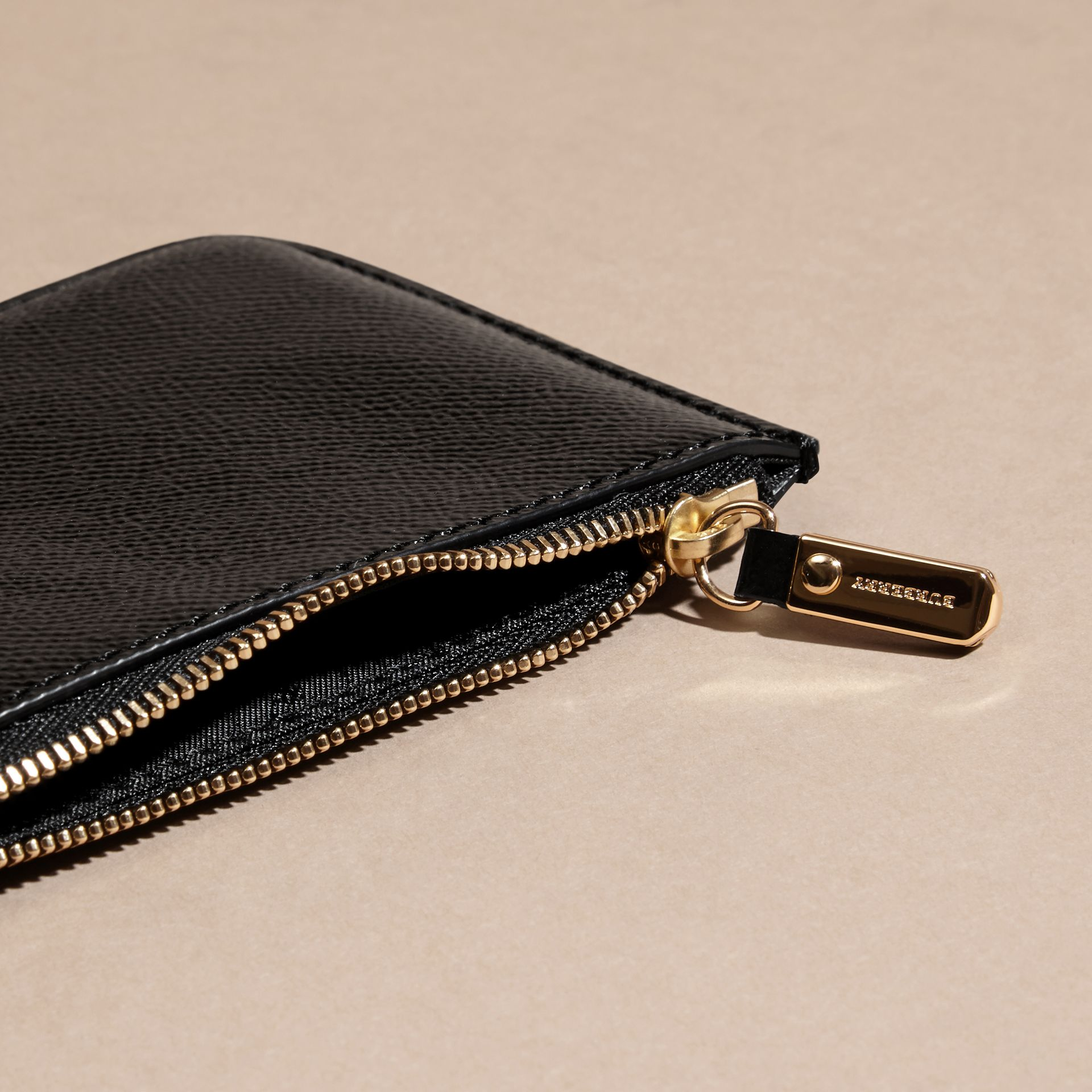 Pochette en cuir London verni - Femme | Burberry - photo de la galerie 5