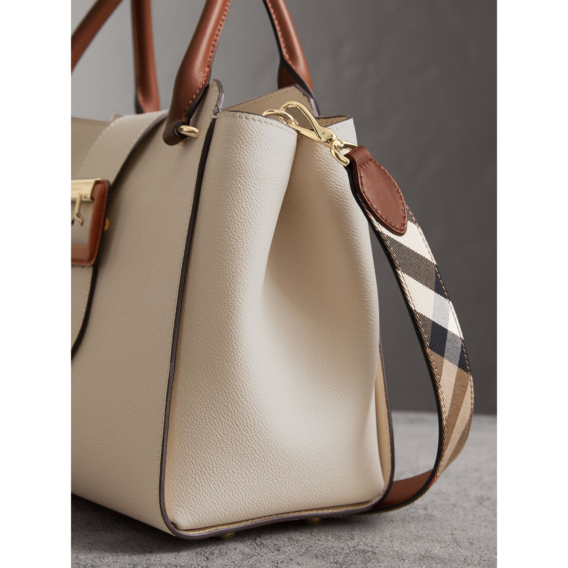 The Medium Buckle Tote in Two-tone Grainy Leather in Limestone - Women | Burberry United States - gallery image 7