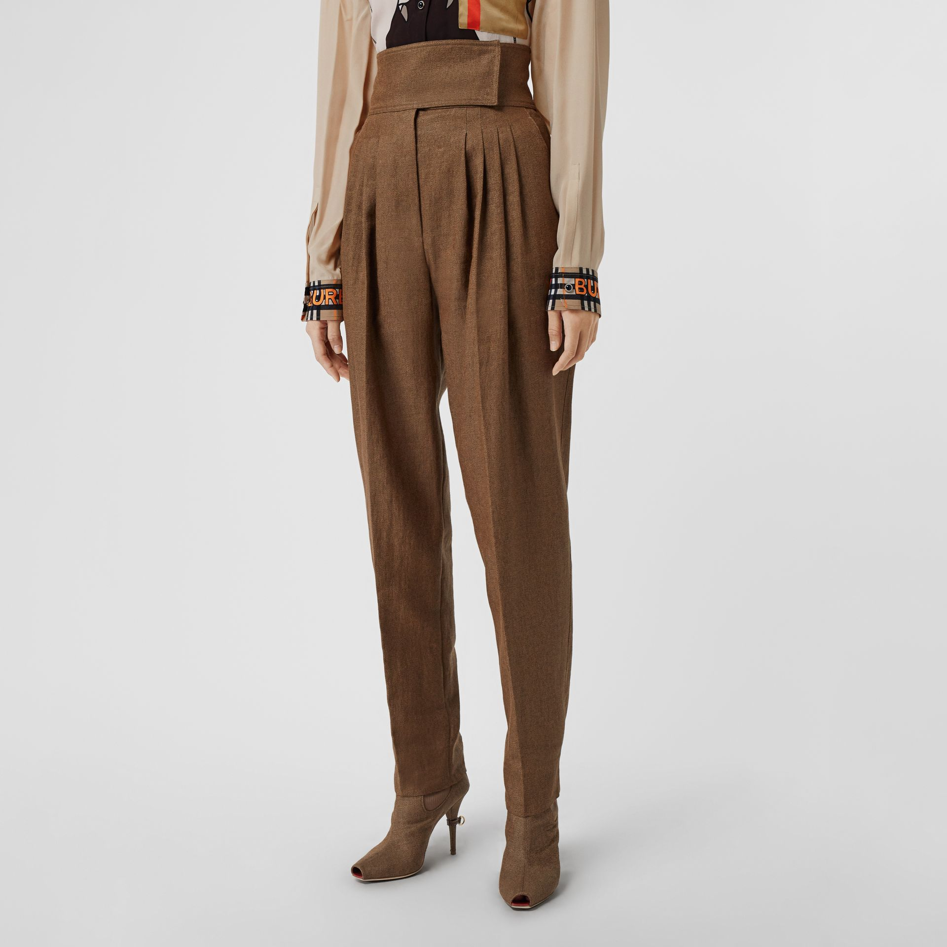 Pleat Detail Technical Linen Tailored Trousers in Flaxseed - Women | Burberry - gallery image 4