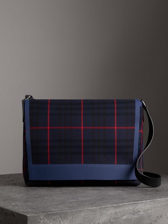 Курьерская сумка в шотландскую клетку, большой размер (Насыщенный Темно-синий)