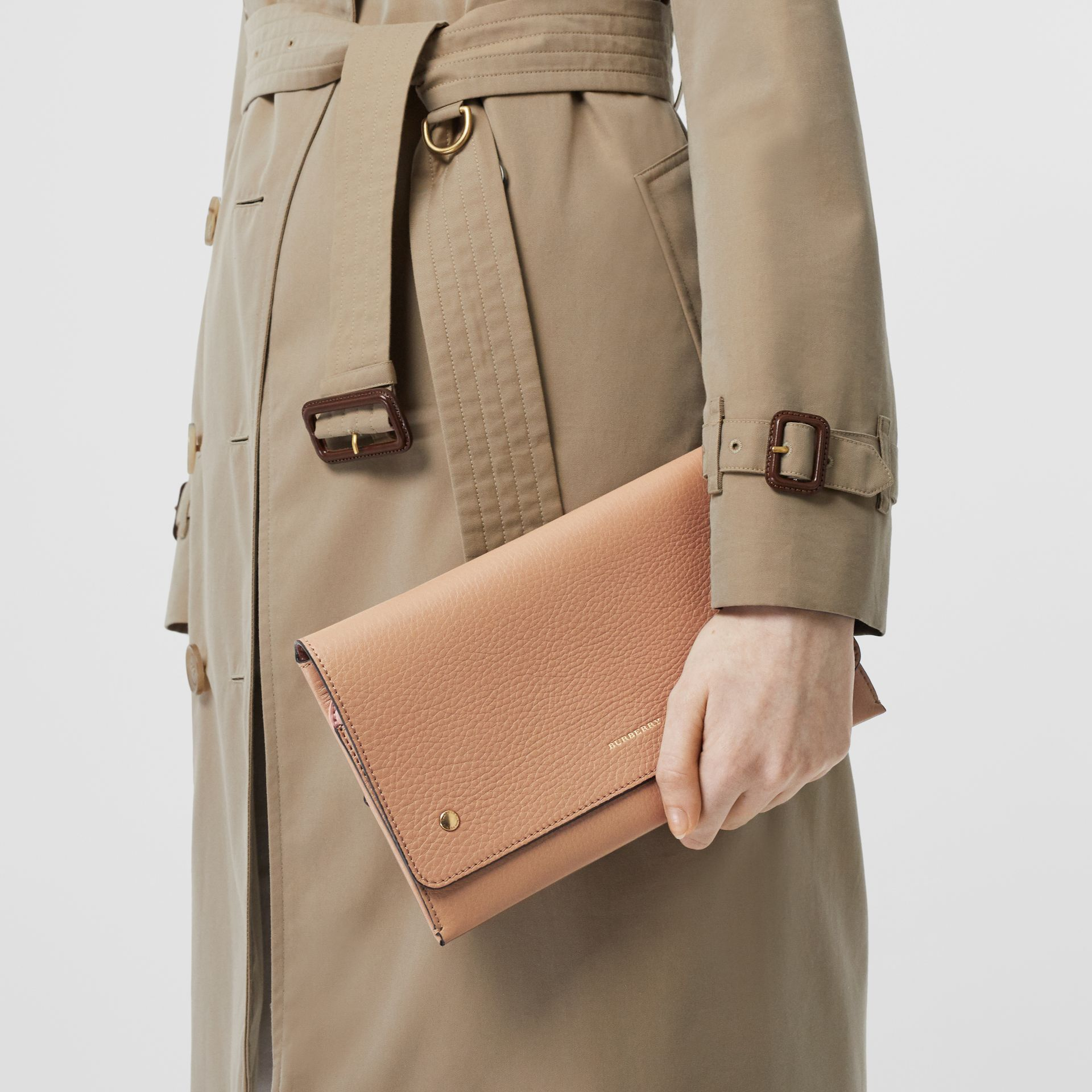 Two-tone Leather Wristlet Clutch in Light Camel - Women | Burberry United Kingdom - gallery image 2