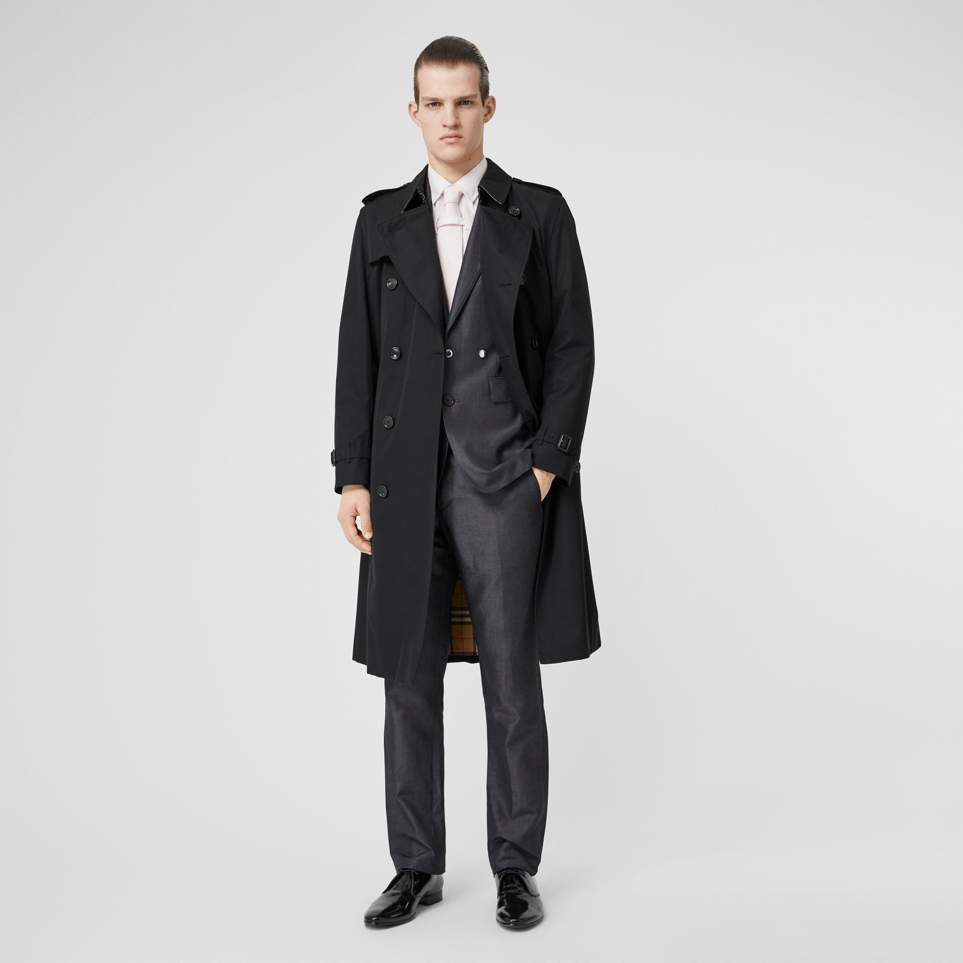 The Long Kensington Heritage Trench Coat in Black - Men | Burberry - gallery image 0