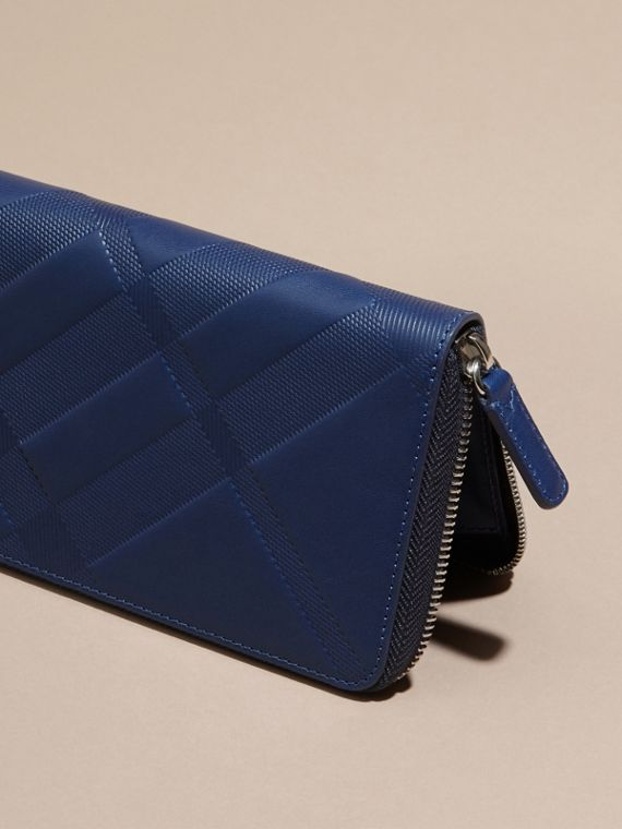 Blu lapislazzulo Portafoglio in pelle con motivo check in rilievo e cerniera su tre lati Blu Lapislazzulo - cell image 3