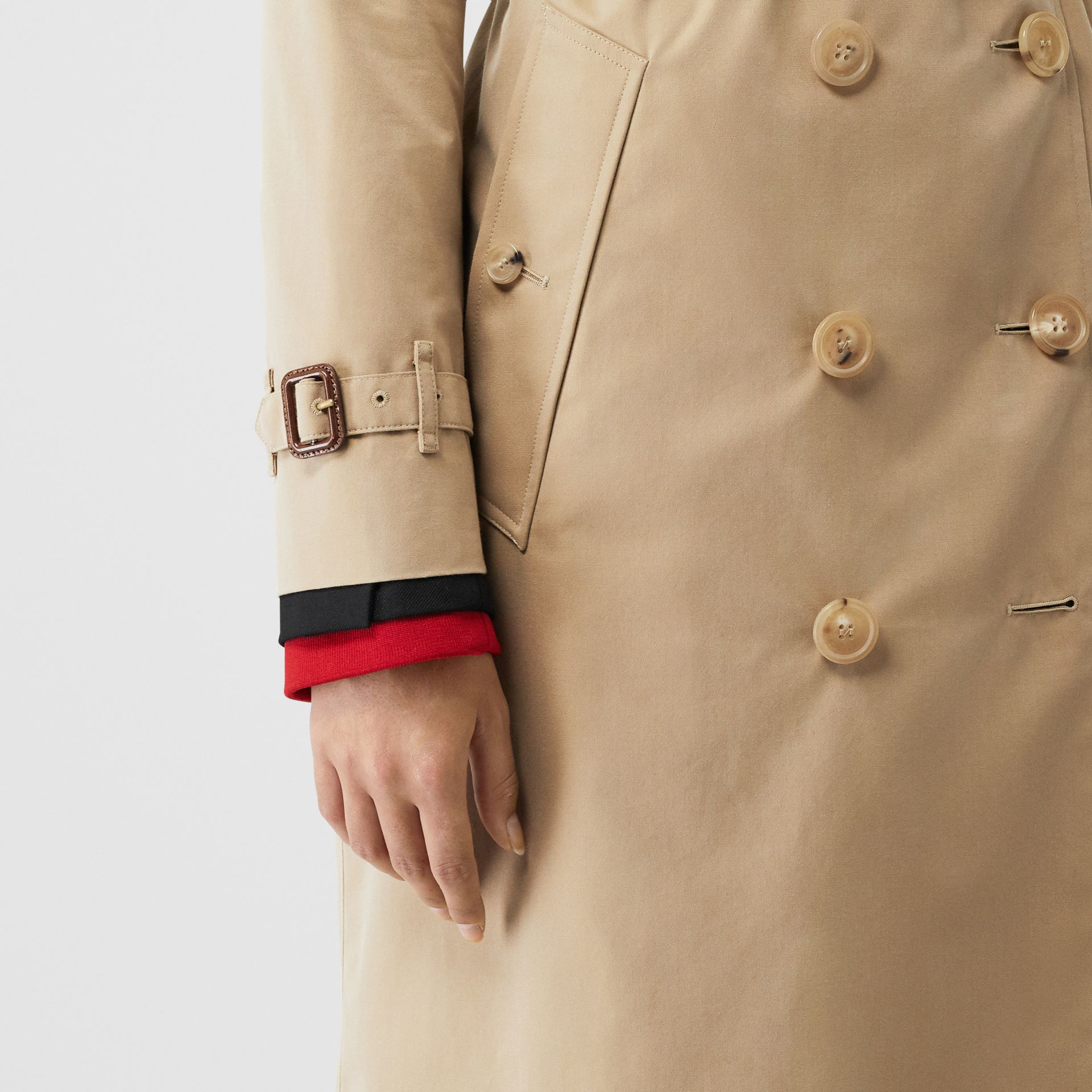 The Long Kensington Heritage Trench Coat in Honey - Women | Burberry United Kingdom - gallery image 5