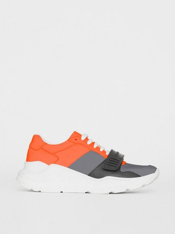 Sneaker a blocchi di colore (Grigio Argentato/arancione)